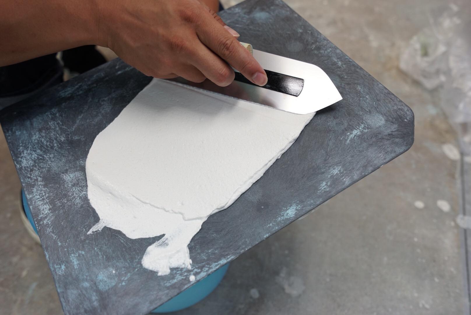 壁紙に直接塗ってOK!漆喰で壁をリフォーム!(前編)